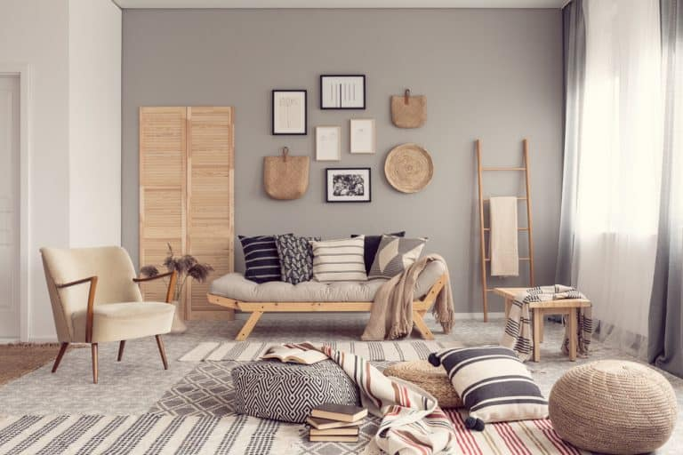 grey accent wall